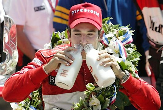 helio-castroneves-milk1