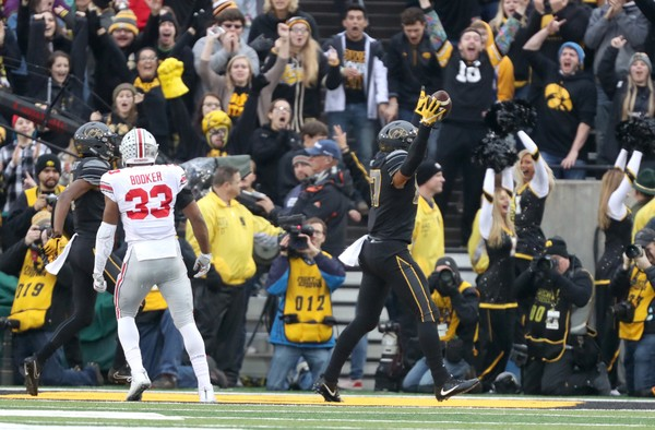 ohio-state-buckeyes-vs-iowa-hawkeyes-2e0a741010b4c78d